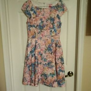 BNWOT BETSEY JOHNSON FLORAL PERFORATED dress
